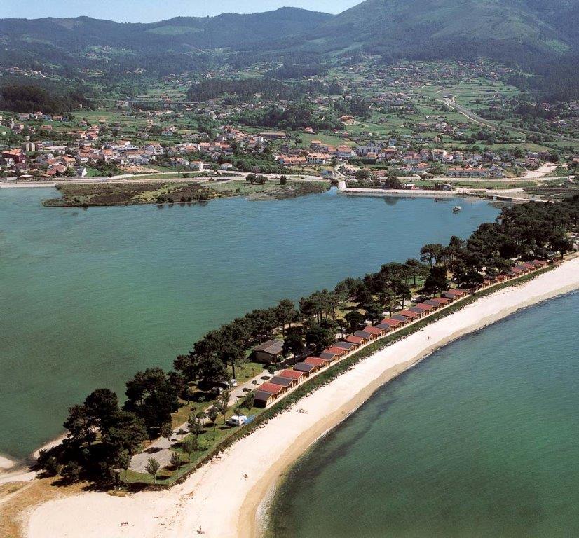 Servicios e instalaciones camping bayona playa for Camping en galicia con piscina